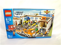 LEGO Collector Set #7642 City Garage New and Unopened