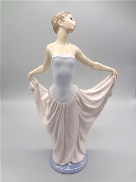Lladro #5050 Dancer With Box