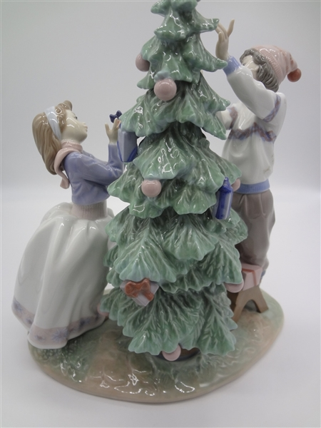 Lladro Tree Trimming Retired. No Star